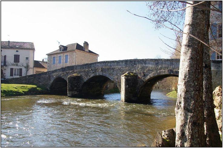 SAINT-JEAN-DE-COLE [24] - Pont ancien sur la Côle vue amont depuis la rive droite (février 2013)