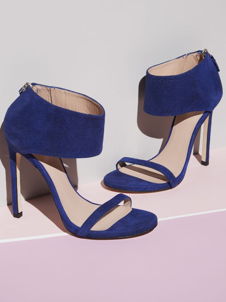 Haute hues and sexy shoes — what could be better? Unequivocally sexy, make the SHOWGIRL — a celebrity favorite — your go-to for instant glamour. Shop stylish stilettos that will put you in the style spotlight.