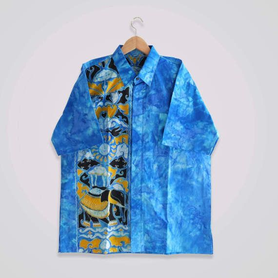 Hey, I found this really awesome Etsy listing at https://www.etsy.com/uk/listing/506897090/vintage-handmade-mens-batik-shirt-size-m
