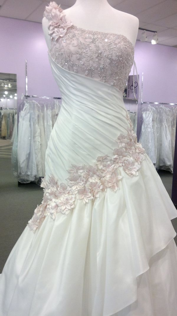 one of the prettiest wedding dresses i've ever seenWedding Dressses, Fun Recipe, Beautiful Dresses, One Shoulder, Dreams Dresses, The Dresses, Exercies Routines, Exercise Routines, Floral Dresses