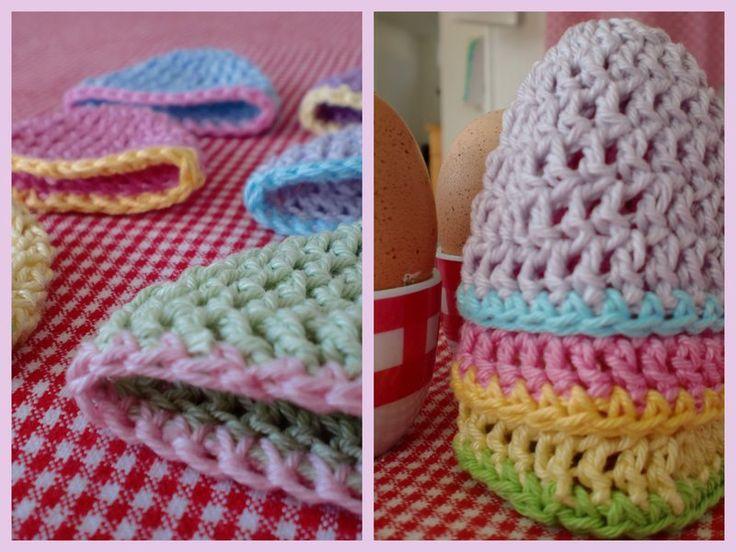Makkelijke eierwarmers gehaakt in vrolijke ' paas '  kleuren.     Voor als je ze ook wilt maken:  Start met ketting van 4 losse en maak de...