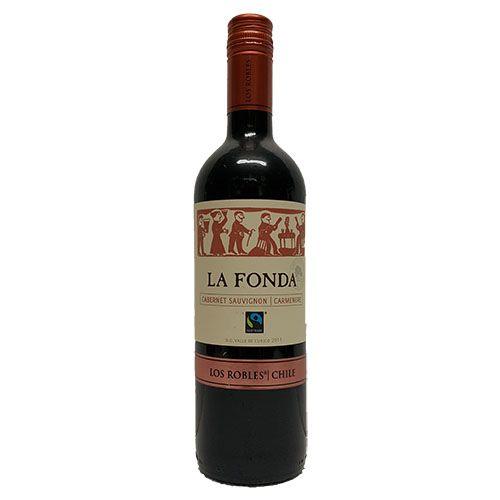 Quality Fruit Baskets. La Fonda Cab/Sau - Carmenere  Volle en robuuste rode wijn is afkomstig uit de Chileense wijnstreek Curicó Valley en is gemaakt van de druiven Cabernet Sauvignon (65%) en Carmenère (35%). De wijn bevat aroma's van pruimen, bessen en chocolade. Tevens bevat deze wijn het Max Havelaar Fairtrade keurmerk, wat betekent dat de wijnboeren een rechtvaardige opbrengst ontvangen...