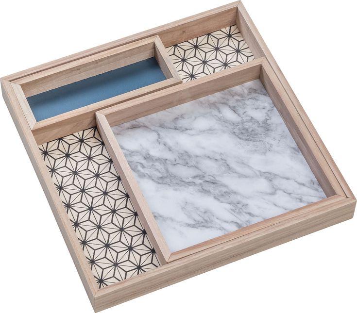Cechy i korzyści: Pojemnik Vario składa się z 3 elementów. Można je dowolnie zestawiać ze sobą. Mogą funkcjonować w poziomie jako pojemniki oraz w pionie jako oryginalne ramki eksponujące wybrane ...