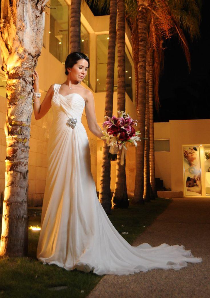 Pronovias Paris  Wedding Dress on Sale 58% Off