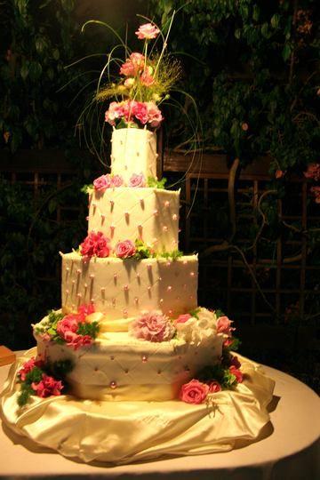 Pi di 25 fantastiche idee su torte nuziali romantiche su for Piani di fattoria bianca