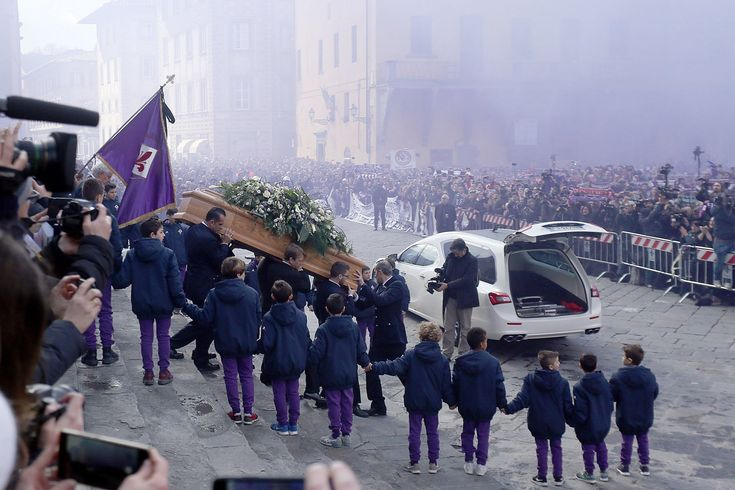8000 fans lit flares and sang football chants at a funeral to say a 'last ciao' to dead Fiorentina captain Davide Astori