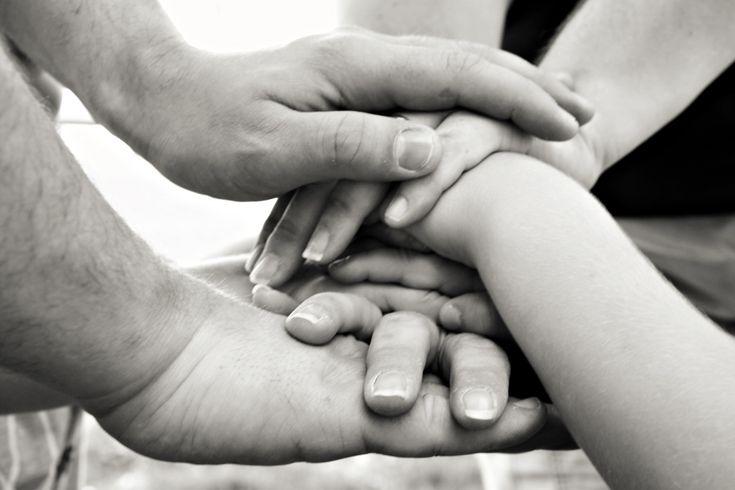 """Facciamo tutti parte di una enorme famiglia, la famiglia umana, e ci prendiamo cura della nostra famiglia. (dal Neil Gaiman's Journal, """"How to help your Family and save Lives"""", 6 settembre 2015, trad. Valentina Ferrato)"""