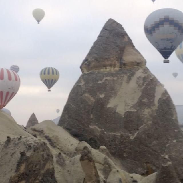 🎥: Hot air ballooning through the fairy chimneys in Cappadocia at sunrise 🌅 🎈www.thegirlswhowander.com #thegirlswhowander #cappdocia #goreme #hotairballoon #bucketlist #traveltalktours #turkey #girlsborntotravel #backpacker #LiveIntrepid #wannagohere #passportcollective #instatravel #videooftheday #vidoftheday #travel #blogoftheweek #linkinbio