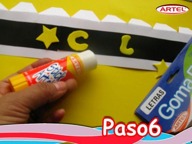 Paso 6: Pegar con Stick Artel la palabra Chile, con letras de goma Eva Artel amarillas, en la cinta negra. Agregar estrellas de goma Eva Artel. Dejar Secar.