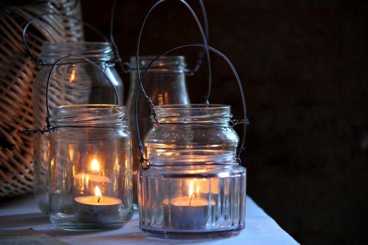 Słoiki to dobra baza do wykonania lampionów. Zobacz, który ze słoików w twojej kuchni możesz przeobrazić w taki klimatyczny lampion. Fot. Studiolarsen (Pixabay.com)