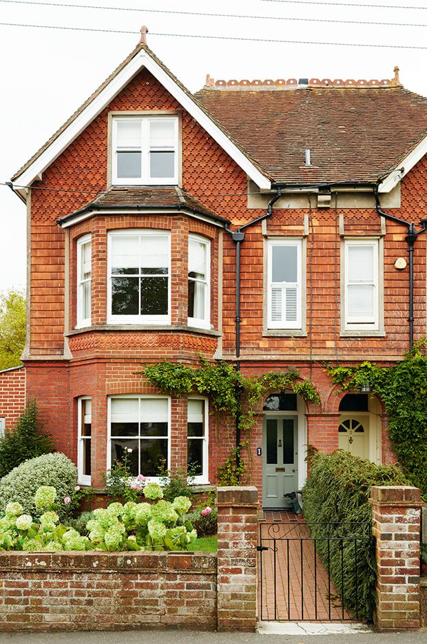 Facade traditional semi detached victorian property for Classic english house