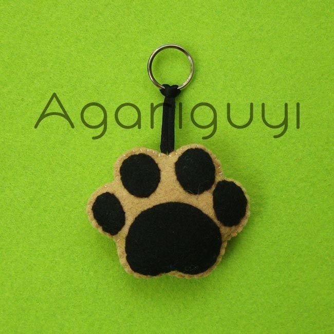Huella de perro hecha con fieltro para broche o llavero - Manualidades de llaveros ...