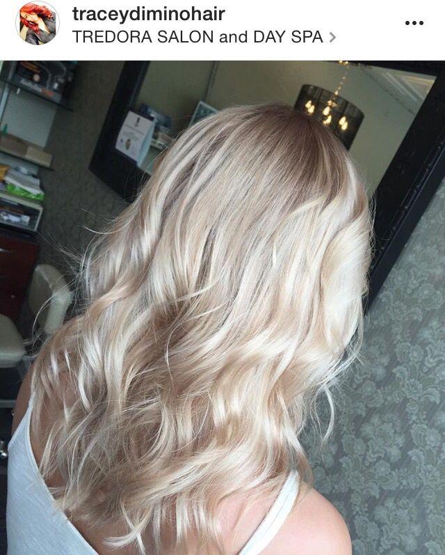 Champagne blonde, platinum, sandy, beige, rose gold, light blonde hair ideas waves, curls                                                                                                                                                                                 Más