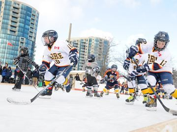 New rink opens on Barrie's waterfront - Thanks to a little help from Mother Nature – and some donations from an array of businesses – Barrie opened a new rink this morning on the waterfront.