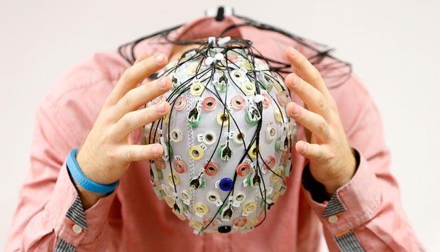 Topi Ini Kendalikan Pesawat Lewat Dorongan Otak