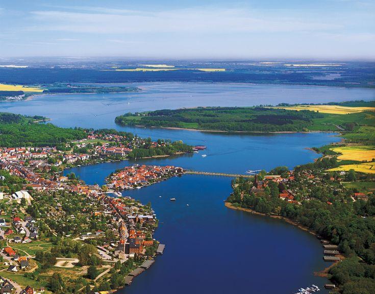 Mecklenburgischen Seenlandschaften im Deutschland http://www.abenteurer.net/1486-deutschland-reisefuehrer/Reiseführer