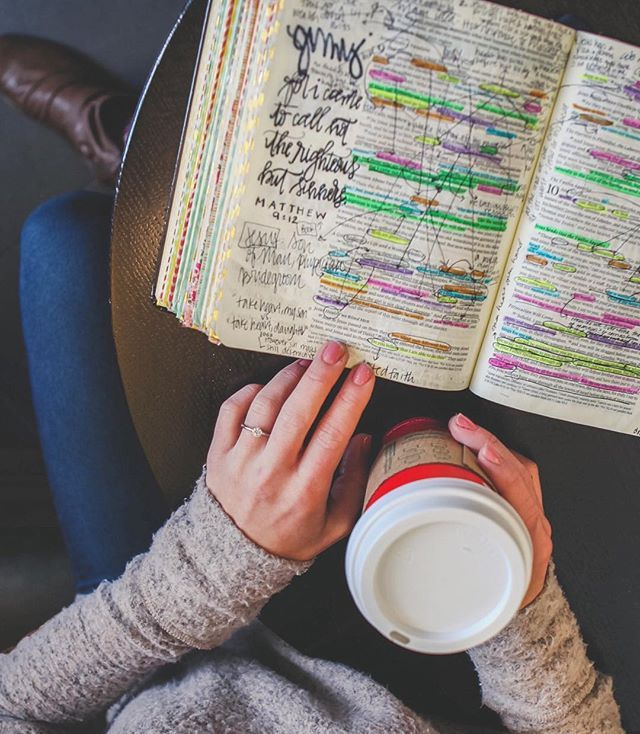 Need Bible Study Tips? Try getting messy in the Word! Check out this guide for bible journaling and highlighting tips!