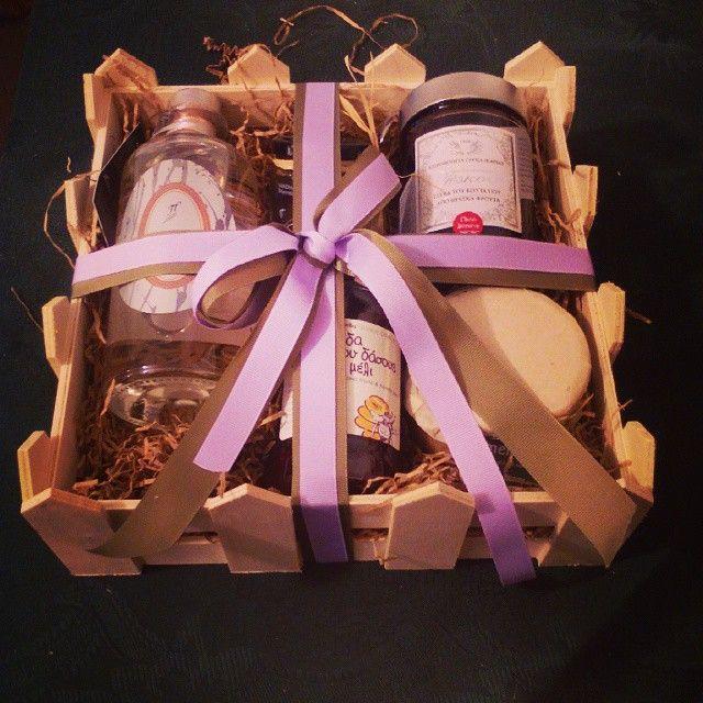 Η μέρα ξεκινάει με δωράκια #gifts #greekbees#giftideas #gifts #gift #giftcard #giveaway #promotionalgift #liqueur