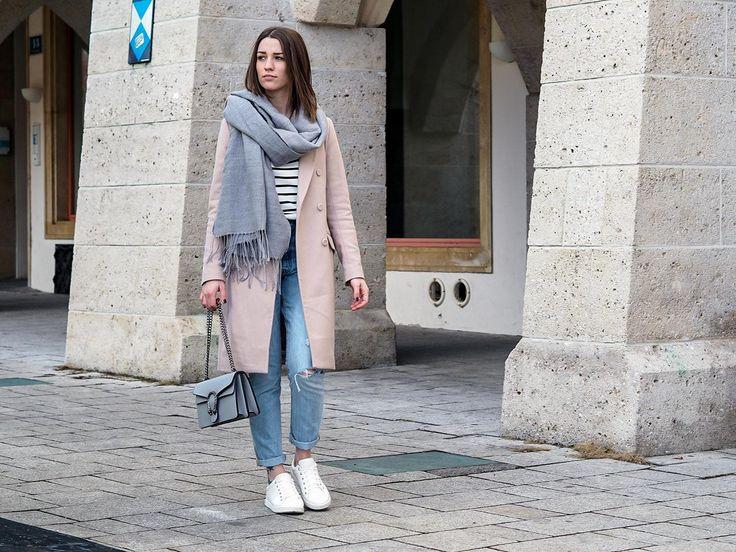 OUTFIT: Rosa Mantel, Streifenshirt, Levis, Sneaker - herzmelodie