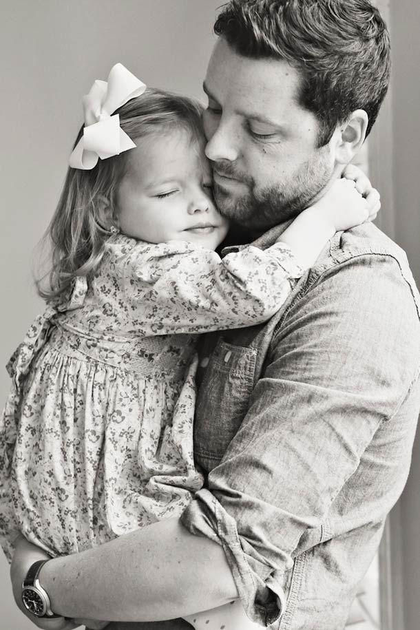 Après la mort de sa femme, un père et sa fille recréent ses photos de mariage dans une série émouvante…