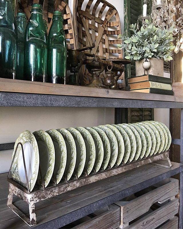 I loooove me some Friday hashtags! 🤓💚💚💚 Sharing some of my favorite vintage goodies, including these gorgeous dishes from my M.I.L displayed on this AWESOME chicken feeder rack from @curtiscreation 😍  #farmchicfriday #fridayfarmhousefavorites #farmhousefridays #myfabfindfriday #farmhousefoliagefreshorfaux #farmhousefriyay  Would my girls @desertdecor @shabbydesertnest @backroadsignco like to share!