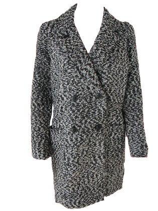 Abrigo lana  Abrigo de corte masculino con doble abotonadura. Tejido jaspeado. Largura por encima de la rodilla. Detalles de botones en manga.