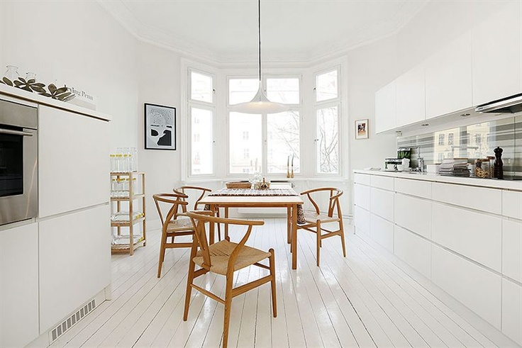 dining #fishbone chairs #white floors