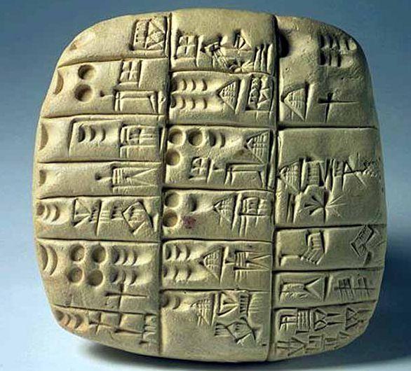 Escritura CUNEIFORME sumeria. Forma parte del archivo de la ciudad sumeria de SHURUPAK, fechado hacia 2500 a.C. muestra el uso de la escritura justo antes del periodo de Akkad. Tablilla con relación de trabajadores locales y procedentes de otras ciudades sumerias.
