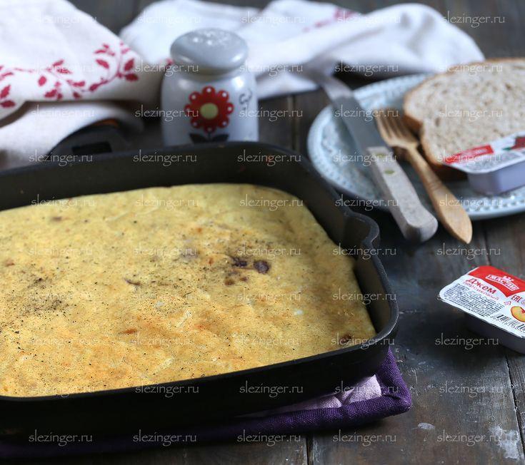 Легкий и очень вкусный завтрак: пышный омлет с красным луком.  Общая калорийность блюда: 500 ккал.  Ингредиенты (на 2 порции): Яйцо: 5 шт. Йогурт натуральный (или сметана