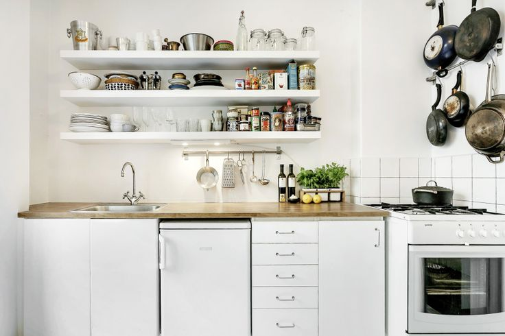 White apartment in Stockholm - Erik Olsson: Cottages Kitchens, Kitchens Shelves, Open Shelves, Small Living, Organizations Kitchens, Kitchens Organi, Open Kitchens, Small Homes, White Kitchens