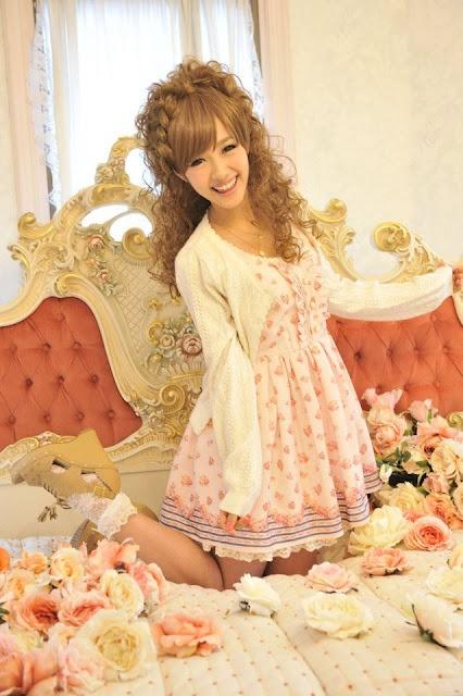 Kawaii! Love this dress!