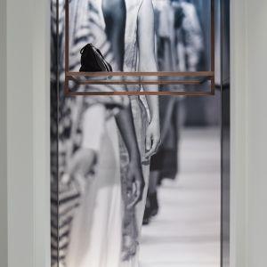 Vlassak Verhulst villabouw hedendaags modern appartement kunst geïnspireerd op chanel marmer brons vestiaire