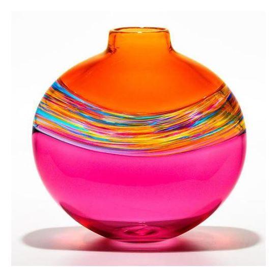 Jarrones, floreros, vajillas en loza o cristal coloreados, que dan un toque exótico y diferente.