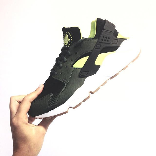 #Nike #huarache #airhuarache #kaki #colorful #sneakeraddict #crazyinlove #totalementfan #pdt #placedestendances