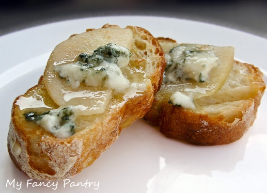 ring Pear Honey  amp Blue Cheese Crostini   Repinned from my Appetizer Board Getting ready for NYE tmrw
