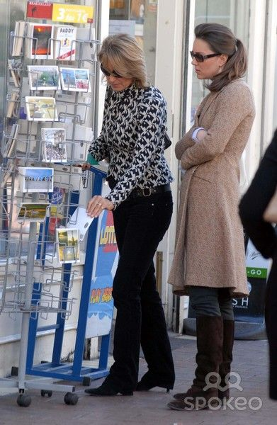 Kate Middleton and her mother Carole stop to look through the postcards on Grafton Street in Dublin, April 4, 2007.