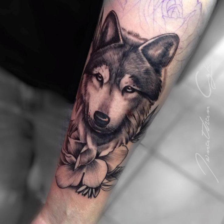 wolf contact.l'ombrenoire@gmail.com #jonathanczk #wolf #loup #dark #drawing #flower #realist #tattoo #tattooart