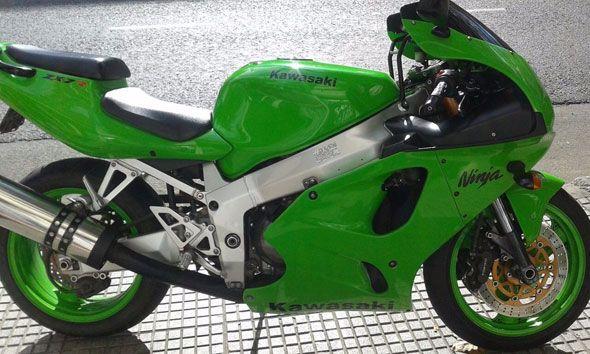 Moto Kawasaki ZX7R