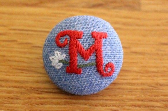 温かみのあるハンドメイド刺繍のイニシャルくるみボタンです。手作りバッグやお洋服、幼稚園のスモックにぴったりなアイテムです。******************...|ハンドメイド、手作り、手仕事品の通販・販売・購入ならCreema。