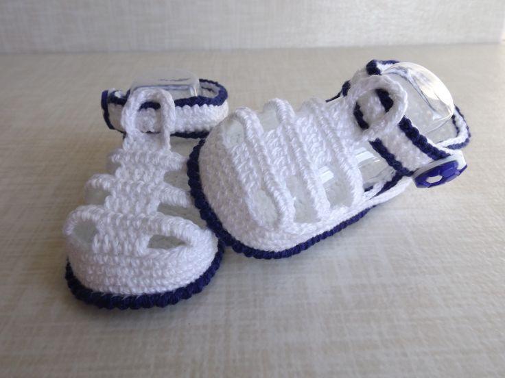 sandalia feita de croche, cores e tamanhos a criterio do cliente. <br> tamanhos: rn a 1 mes, 0 a 3 meses,3 a 6 meses !!! <br>informar o tamanho no ato da compra!
