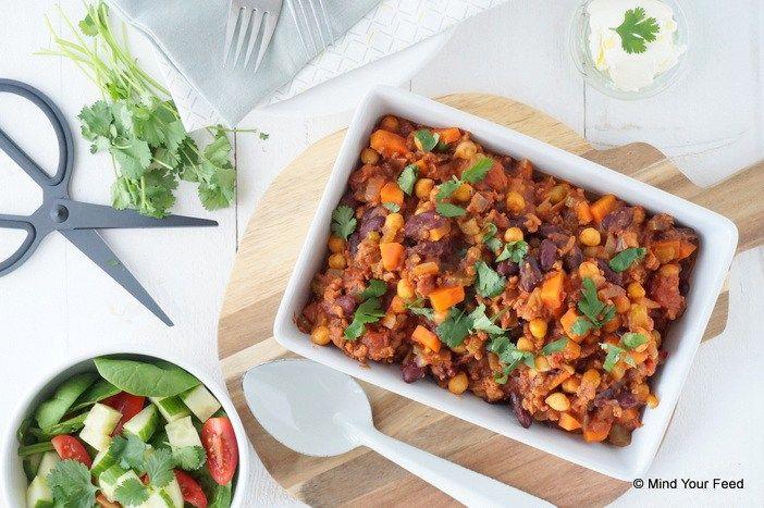 Oh, wat wordt het koud buiten... Tijd voor comfort food! Stoofschotels, soepen, dat soort maaltijden... zoals deze chili con carne, heerlijk verwarmend!