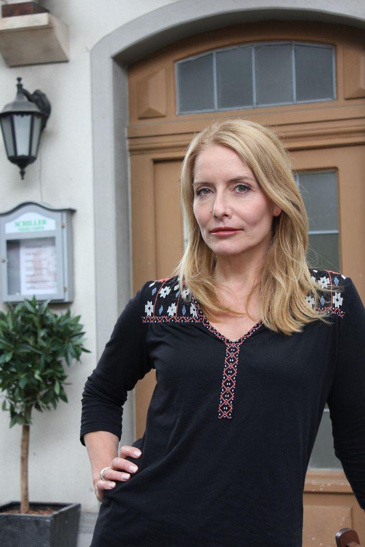 #UnterUns #Vorschau: #StefanieGrabner spielt #Evas #Mutter #UU #RTL › Stars on TV
