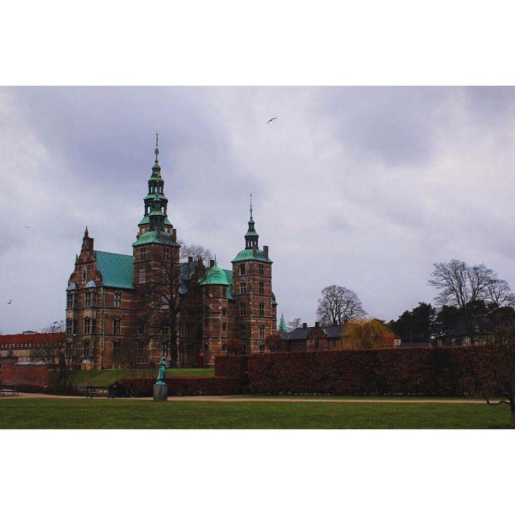 When in Copenhagen, visit beautiful castle Rosenborg.  Zobrazit tuto fotku na Instagramu od uživatele @michaelavavrin • To se mi líbí (364)