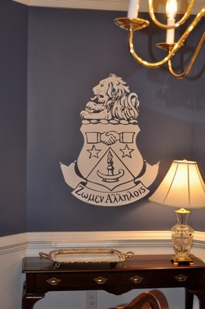 the crest--I could paint this for the house next year! I <3 crafting