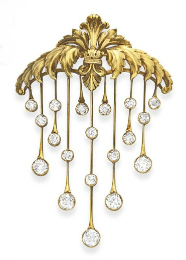 AN ANTIQUE DIAMOND AND GOLD BROOCH   Designed as a gold openwork plaque of graduated scrolling acanthus leaves, suspending gold knife-edge fringe with collet-set rose-cut diamond terminals, mounted in gold, circa 1890, (accompanied by a pair of contemporary ear pendants of similar design later added)
