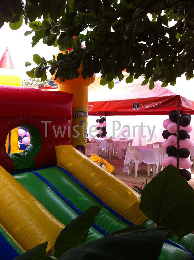 Castillo Ventura Twister Party