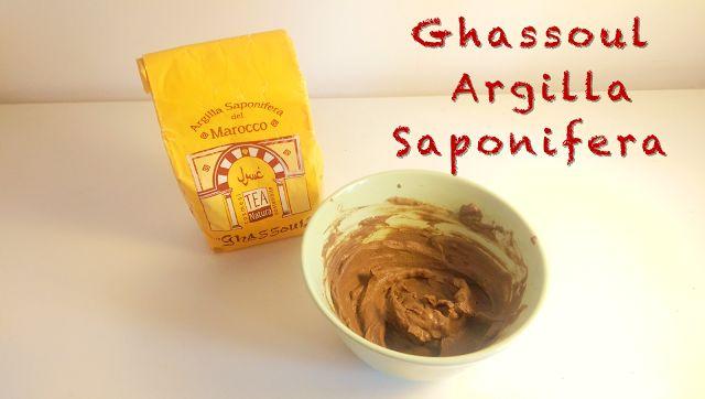 Ghassoul Argilla Saponifera Purificante Il Ghassoul è un'argilla estratta in Marocco dalle molteplici proprietà ed usi antichi. Infatti il ghassoul ecobio cosmesi bio pelle