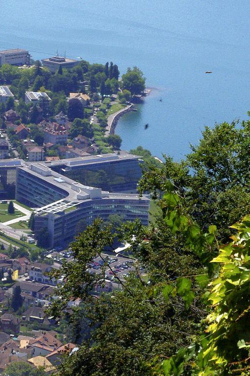 Vevey, Nestlé Firmenzentrale und der Genfer See von der Berstation Mont Pèlerin der Standseilbahn