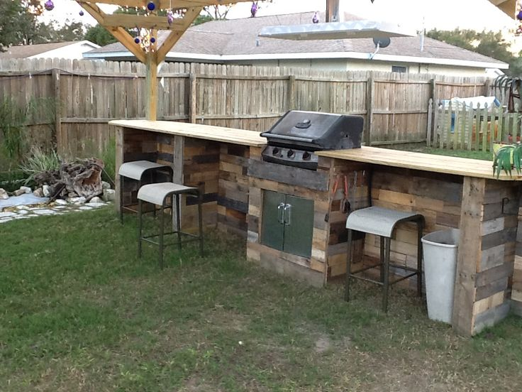 outdoor bar made out of pallets 3