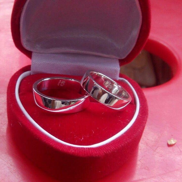 Simple lapis emas silahkan di pilih model cincinya dan cek harga cincin kami dan buktikan bahwa Swalayanperak dan Albinia Silver adalah toko online yang terpercaya dan ter murah, alamat kami di kota gede yogyakarta.  Jika pesan di SwalayanPerak Jogja @albiniasilver mendapatkan: --> Free Ongkir --> Kotak cincin --> Ukirnama --> Garansi replace.  Contacts person. #swalayanperak #albiniasilver #peraksilver. Tlp/sms/wa : 085713662080 - 085641448030 Bbm : 32914160 adm Nurul Bbm…
